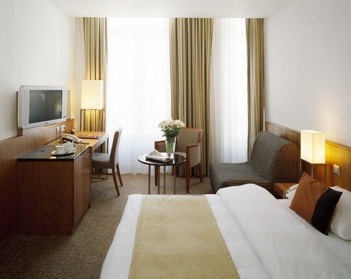 Guestroom - K&K Hotel George