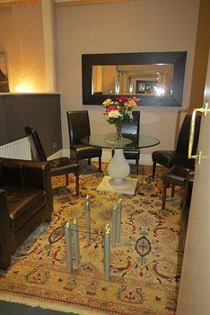 - Knightsbridge Green Hotel