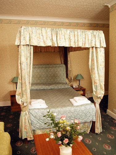 Guestroom - WIGMORE COURT HOTEL