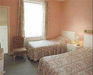 Guestroom - Queensway Hotel