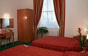 - Queensway Hotel