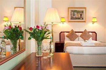 - Astor Court Hotel