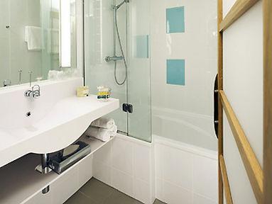 Guestroom - Novotel Manchester West