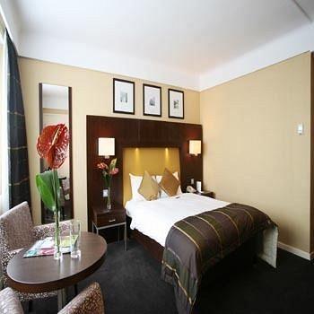 - Saint Georges Hotel
