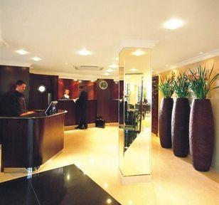 Lobby - Radisson Blu Edwardian Berkshire Hotel