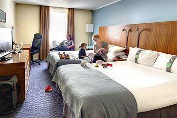 - Holiday Inn London Camden Lock