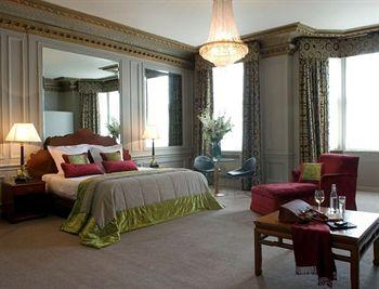- Radisson Blu Edwardian Vanderbilt Hotel