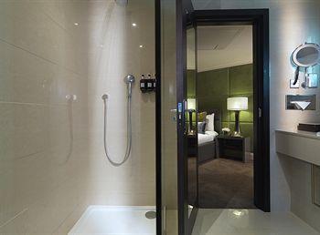 - Radisson Blu Edwardian Mercer Street Hotel