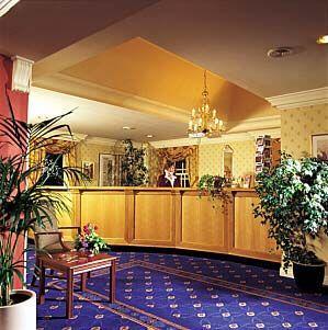 Lobby - Royal British Hotel