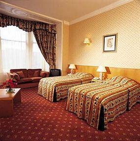 Guestroom - Royal British Hotel