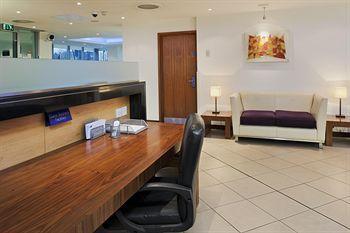 - Holiday Inn Express London - Swiss Cottage