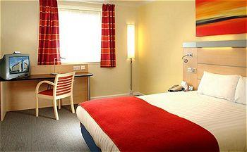 - Express by Holiday Inn London - Royal Docks/Docklands