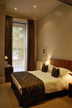 - 54 FIFTY FOUR BOUTIQUE HOTEL