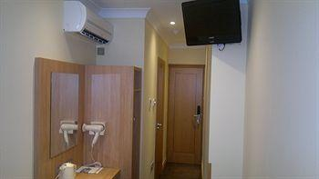 - Comfort Inn Hyde Park