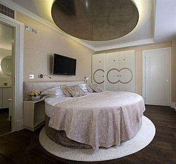 - Sanctum Soho Hotel