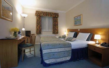 Guestroom - Comfort Hotel Reading West