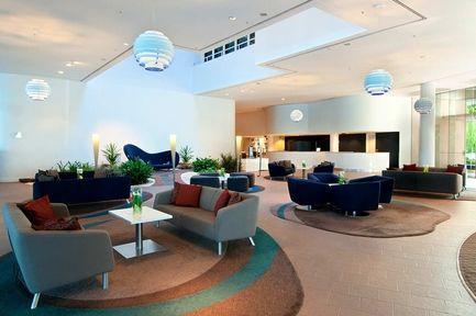Lobby - Hilton Cairns