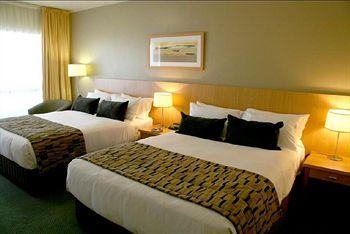 - Rydges Plaza Cairns