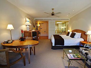 Guestroom - Pullman Reef Hotel Casino