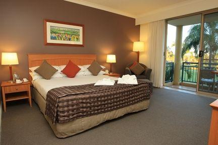 Guestroom - Mercure Gold Coast Resort