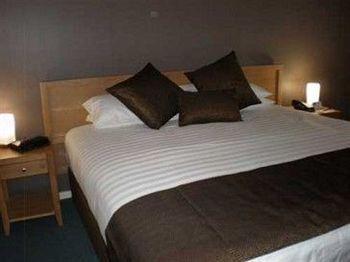 - Best Western Hospitality Inn Esperance