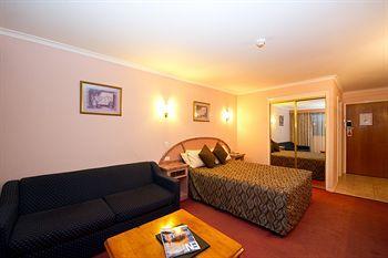 - Best Western Balmoral Motor Inn