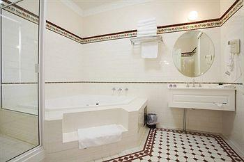 - Palais Royale