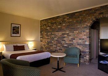 - Comfort Inn Coach House Launceston
