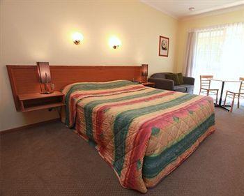 - Mansfield Valley Motor Inn