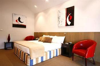 - Best Western Plus Brooklands of Mornington