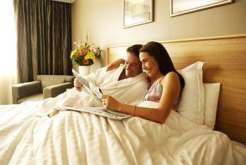 - Holiday Inn Perth City Centre