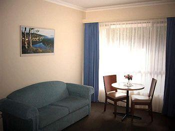 - Victoria Lodge Motor Inn