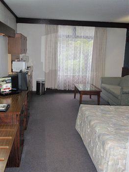 - West Coaster Motel