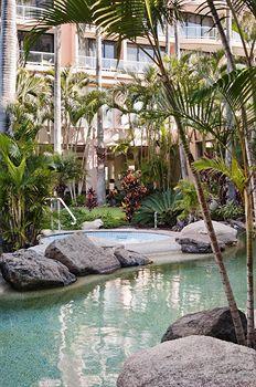 - Crowne Plaza Surfers Paradise