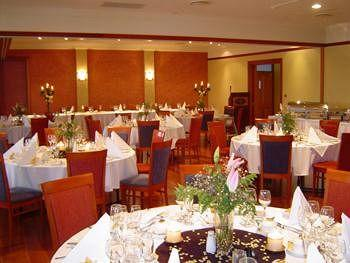 - Best Western Plus All Settlers Motor Inn