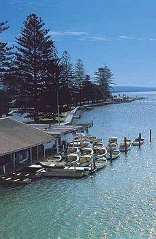 - El Lago Waters Resort