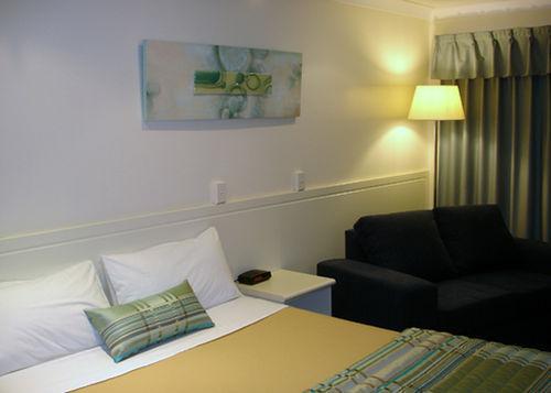 Guestroom - COMFORT INN GLENFIELD