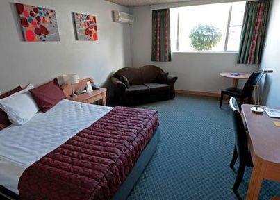 Guestroom - Comfort Inn Robert Towns