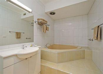 - Comfort Inn & Suites Werribee