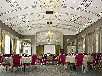 - Mercure Windsor Castle Hotel