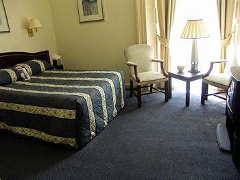 - Clifton Hotel