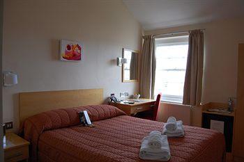 - Rodney Hotel