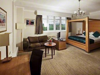- Mercure Leeds Parkway Hotel