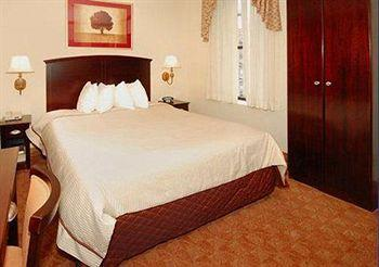 - Clarion Hotel Park Avenue
