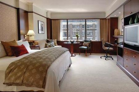 Guestroom - Loews Regency Hotel