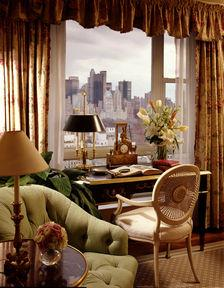 Guestroom - The Carlyle, A Rosewood Hotel