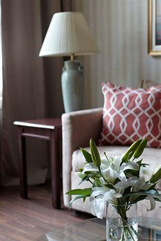 - Avalon Hotel