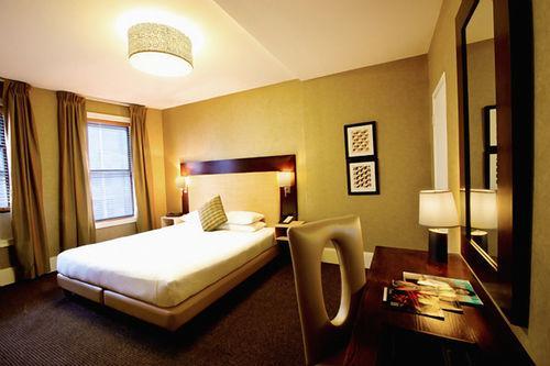 Guestroom - Amsterdam Court Hotel