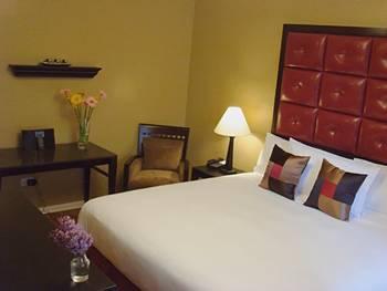 - Hotel Belleclaire