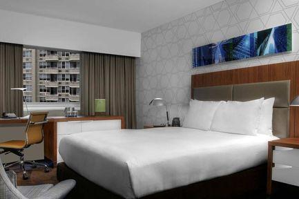 Guestroom - DoubleTree by Hilton Metropolitan - New York City